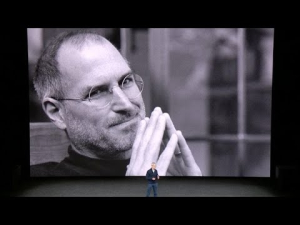 Apple's Tim Cook dedicates the new Steve Jobs Theater (CNET News)